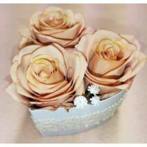 Kis szív alakú barack rózsadoboz 11 cm