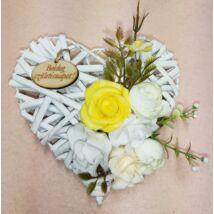 Kis fehér vessző szív virágokkal, Boldog születésnapot felirattal 15 cm
