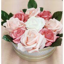 Rózsaszín rózsadoboz levelekkel 16 cm