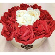 Piros rózsadoboz szívvel 16,5 cm
