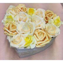 Szív alakú sárga-barack rózsadoboz 20 cm