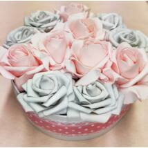 Szürke-rózsaszín rózsadoboz pöttyös szalaggal 20 cm