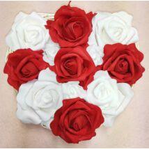 Szív alakú piros-fehér rózsadoboz vessző tálban 19 cm