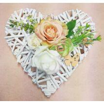 Fehér vessző szív vegyes virágokkal, pillangóval 25 cm