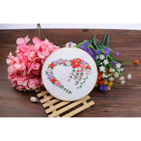HÍMEZHETŐ HÍMZŐRÁMÁS KÉSZLET 20 CM - virág szív
