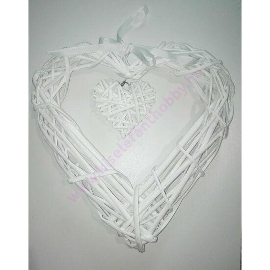 Fehér szív alakú vessző koszorú 30 cm