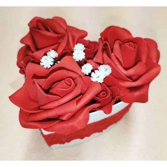 Kis szív alakú piros rózsadoboz 11 cm