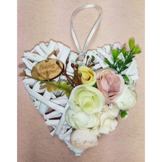 Kis fehér vessző szív virágokkal, Boldog névnapot felirattal 15 cm