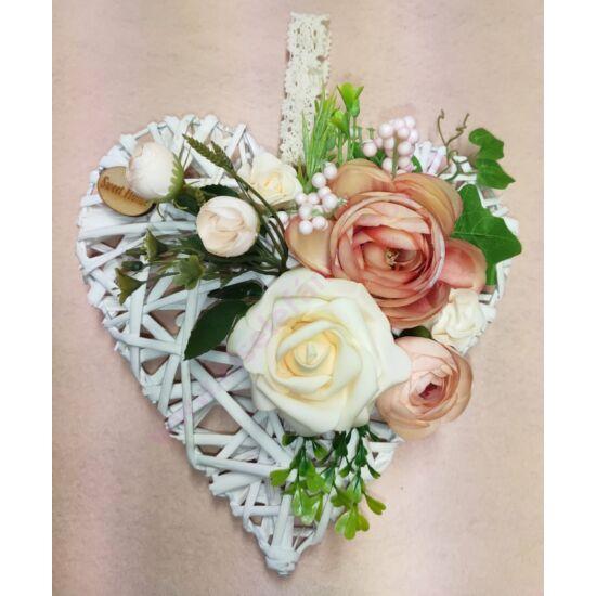 Fehér vessző szív vegyes virágokkal, sweet home táblával 25 cm