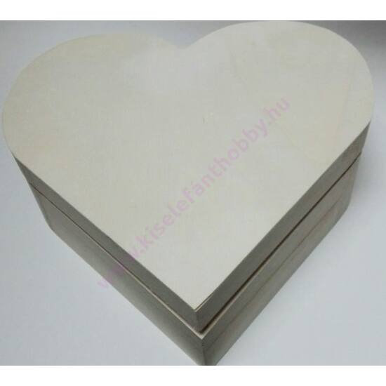 Szív alakú fa doboz 21x19,x7,5 cm